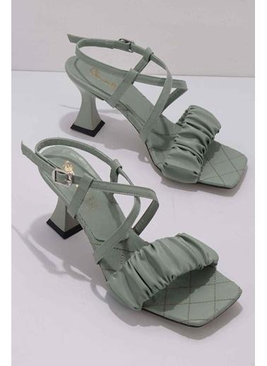 Bambi Klasik Topuklu Ayakkabı Yeşil